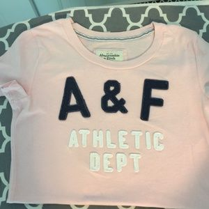 EUC Abercrombie and Fitch T shirt size small